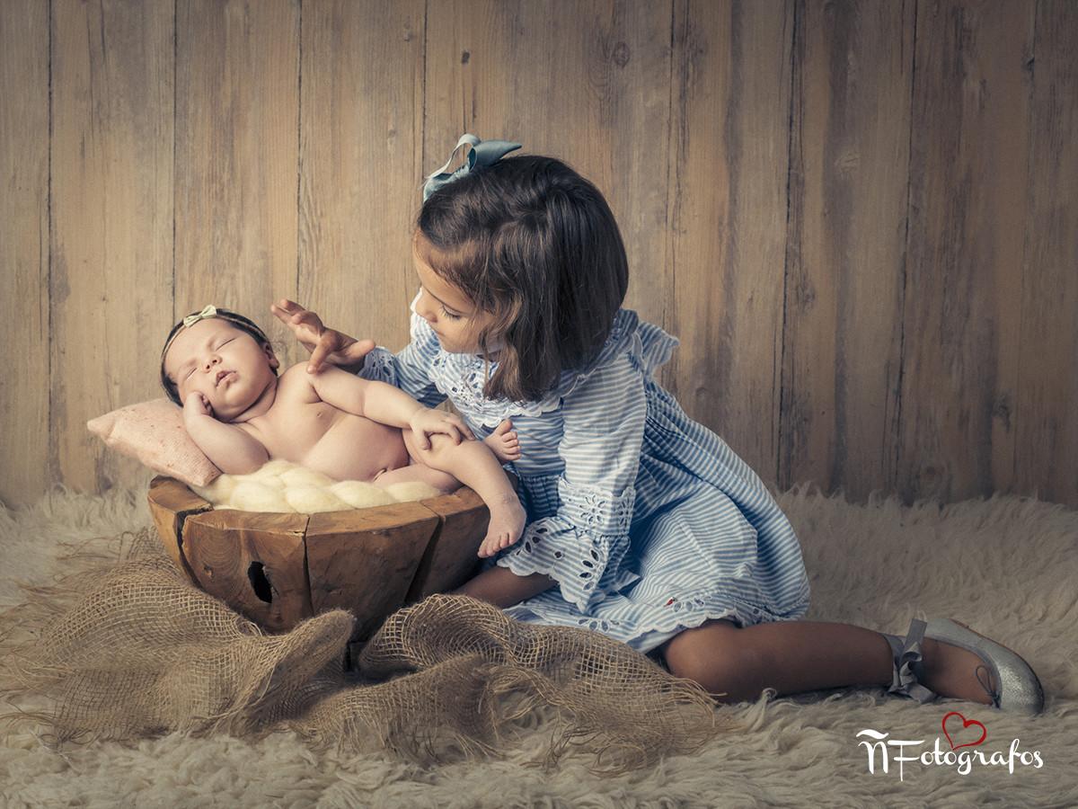 recién nacido, hermanas